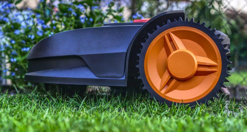 Roboter Rasenmäher seitlich