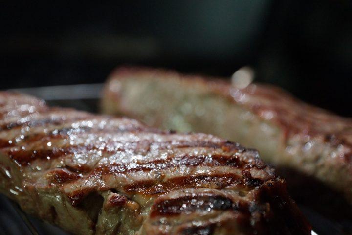 Fleisch vom Gasgrill