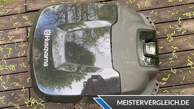 Husqvarna Automower 310 beim Aufladen