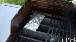 Räucherbox auf Gasgrill
