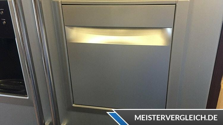 Side-by-Side Kühlschrank Getränkefach Detailansicht