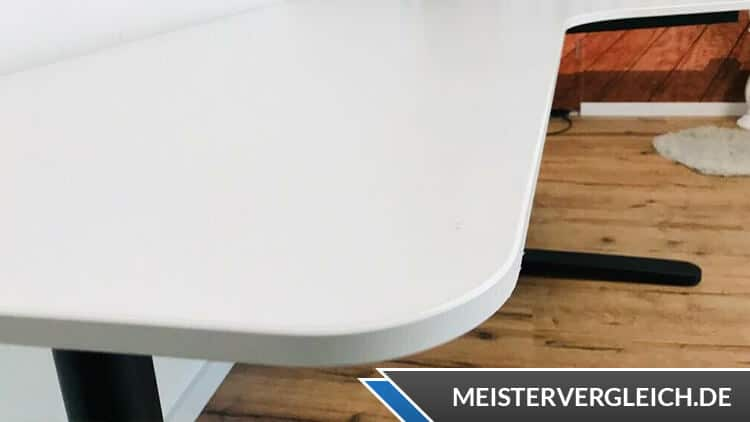 IKEA Eckschreibtisch Form