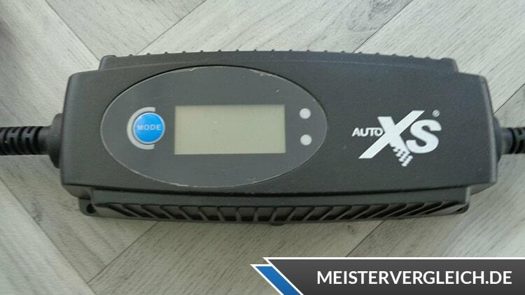 AUTO XS Batterieladegerät Display